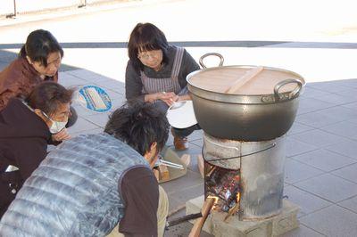 11/21 炊き出し訓練を実施_a0154110_10153028.jpg