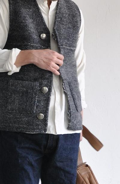jujudhau/ズーズーダウ ベスト METAL BUTTON VEST(W/F DARK GRAY)