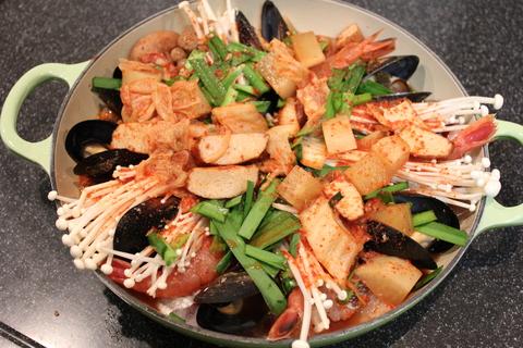 韓国風海鮮キムチ鍋、ヘルムチョンゴル_a0223786_13314261.jpg
