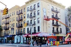 "NYのイースト・ビレッジに""Liberty""ってタイトルの巨大壁画が登場_b0007805_23285562.jpg"