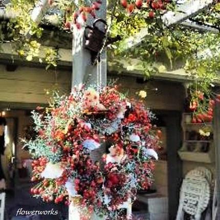 薔薇の実のリ―ス_a0122148_212349.jpg