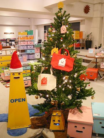 東京店クリスマスツリー!_b0087378_1863756.jpg
