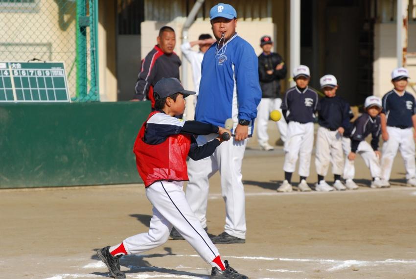 野球おにぎりと五目きんぴら弁当_b0171098_8263043.jpg