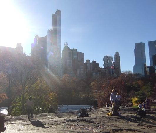 紅葉と摩天楼とスケートリンクを一望できるセントラルパークのオススメ写真スポット_b0007805_12563134.jpg