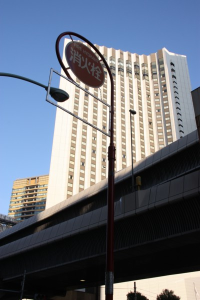 高層ホテルの足元を見れば_f0055131_08160094.jpg