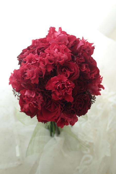 クラッチブーケ お色直しの紅色 ホテル日航東京様へ_a0042928_21145919.jpg