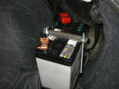 サイドカーと本車にバッテリー_e0218639_15455660.jpg
