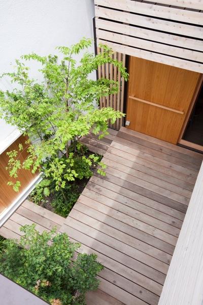 荏田町の家の紹介(3)-2階・中庭_c0310571_16582579.jpg