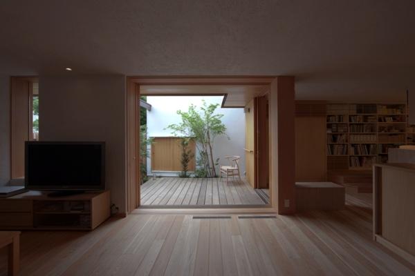 荏田町の家の紹介(3)-2階・中庭_c0310571_17042889.jpg