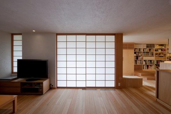 荏田町の家の紹介(3)-2階・中庭_c0310571_17100817.jpg