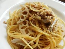 11/27本日パスタ:鶏挽肉とレンコンの和風スパゲティ_a0116684_11454496.jpg