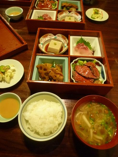 亀の井別荘。。。健太郎さんのお招きで。。。錦秋の湯布院へ。。。。☆⊹⊱..☆*:.。.☆*†_a0053662_14534981.jpg