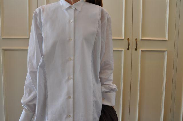 素敵な大人の白いシャツ DRIES VAN NOTEN ._b0110586_19544588.jpg