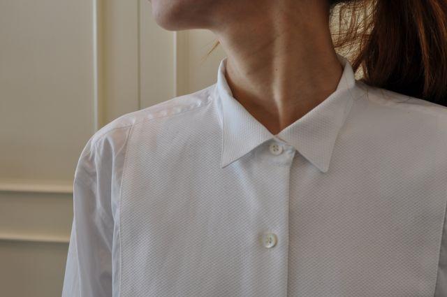 素敵な大人の白いシャツ DRIES VAN NOTEN ._b0110586_19545327.jpg