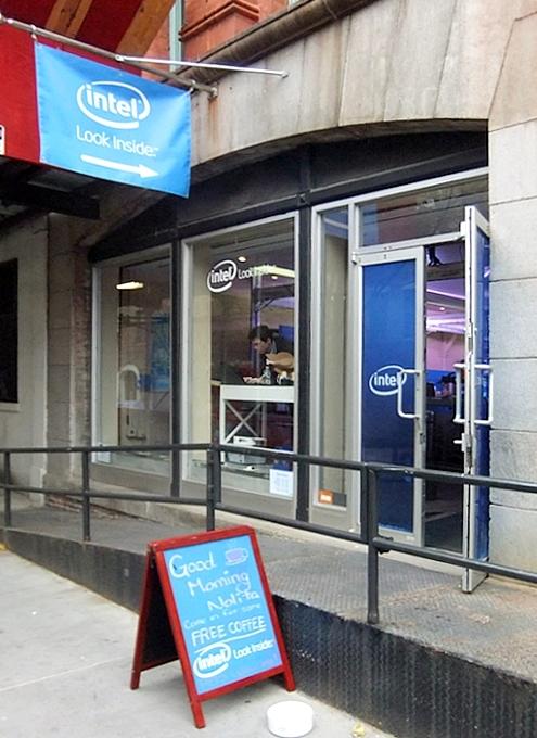 インテルが史上初めてオープンしたお店、Intel Experience Store(ニューヨーク店)の様子_b0007805_1252772.jpg