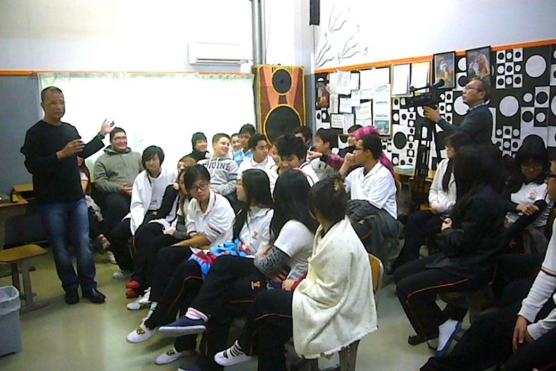 11/28 ピタゴラス校(ブラジル人学校:群馬県太田市) - アラウージョ全国講演2013の記録 (3)_f0141559_5555681.jpg