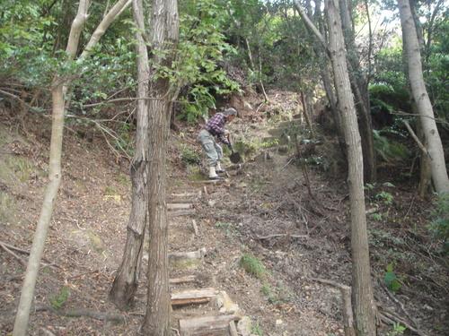 イノシシにやられた階段の補修      by    (TATE-misaki)_c0108460_2043561.jpg
