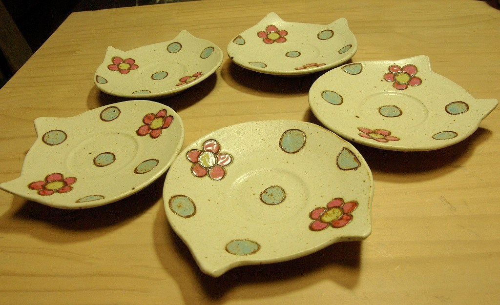 にゃんこ皿をソーサーに。_a0107184_9543814.jpg