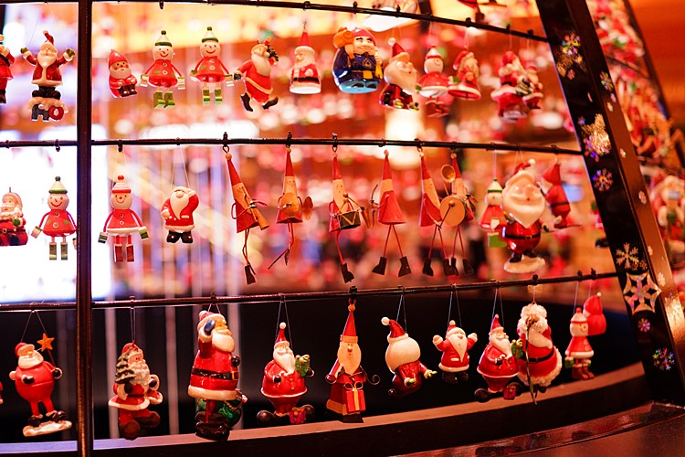 サンタさんがいっぱい!六本木ミッドタウンのクリスマス_b0145398_1940187.jpg