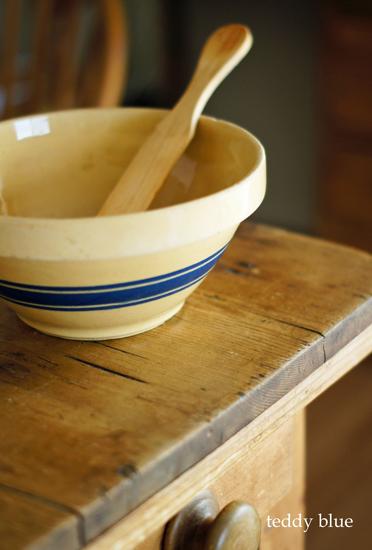 antique yellowware bowl  イエローウェア 陶器のボウル_e0253364_21565870.jpg