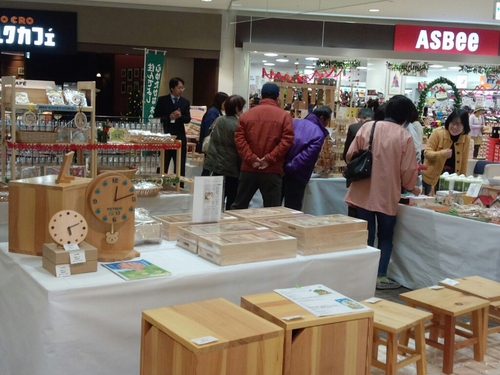 イオンモール倉敷にて「ふれあい木材展」開催中です!_b0211845_1450869.jpg