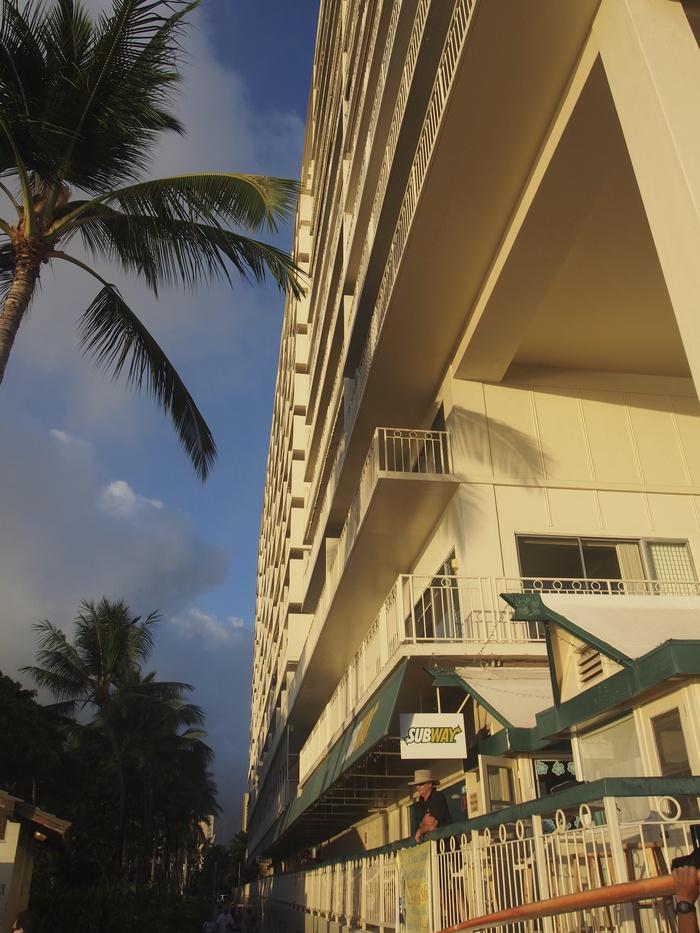2013 10月 ハワイ(32)  夕飯を調達して 夕陽をみて 花火にそなえる_f0062122_104645.jpg