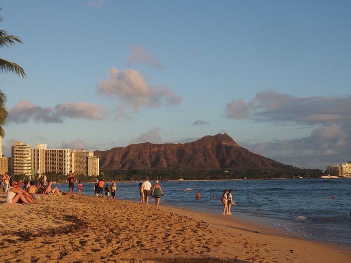 2013 10月 ハワイ(32)  夕飯を調達して 夕陽をみて 花火にそなえる_f0062122_10464979.jpg