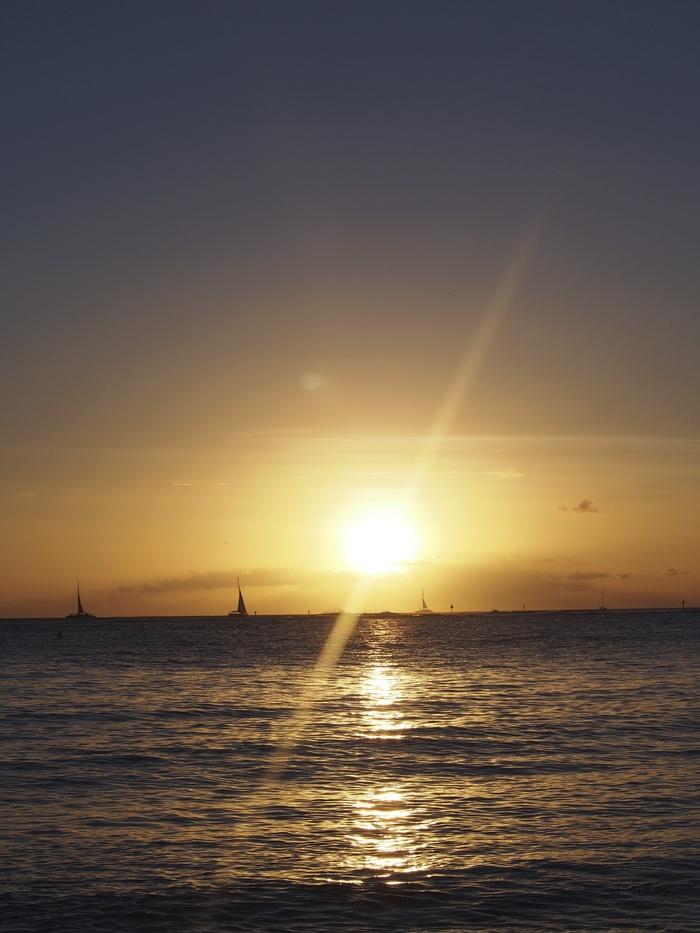 2013 10月 ハワイ(32)  夕飯を調達して 夕陽をみて 花火にそなえる_f0062122_1048372.jpg