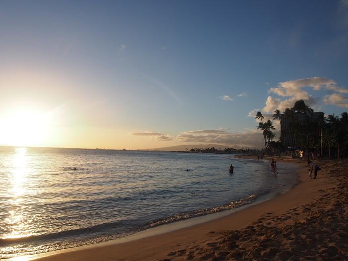 2013 10月 ハワイ(32)  夕飯を調達して 夕陽をみて 花火にそなえる_f0062122_1048498.jpg