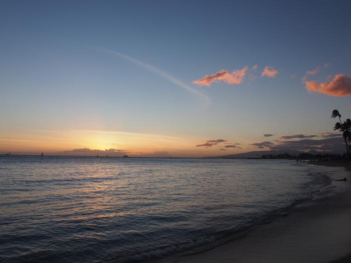 2013 10月 ハワイ(32)  夕飯を調達して 夕陽をみて 花火にそなえる_f0062122_1049654.jpg