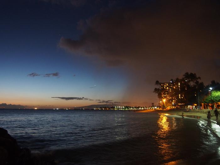 2013 10月 ハワイ(32)  夕飯を調達して 夕陽をみて 花火にそなえる_f0062122_10503690.jpg