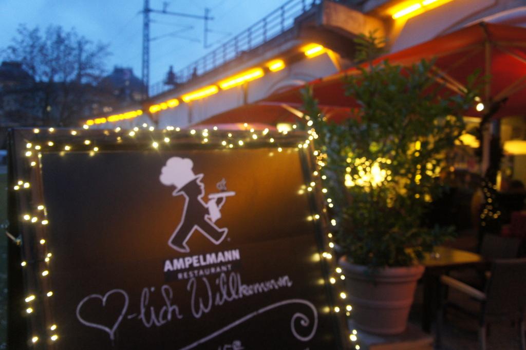 ベルリンのAMPELMANN、クリスマス仕様になりました。_c0180686_22091196.jpg