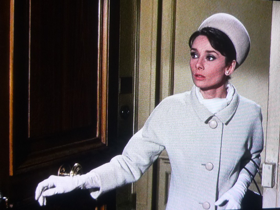 白手袋のオードリー・ヘプバーン