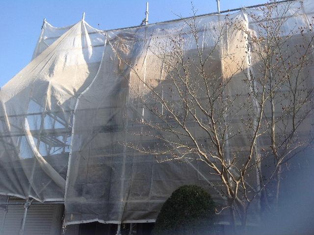 大型物件塗装開始・・・本日養生ネット・コーキング_f0031037_2218311.jpg