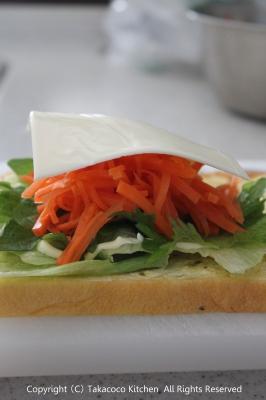 かぼちゃの角食で、にんじんとチーズのサンドイッチ!_a0165538_9472581.jpg
