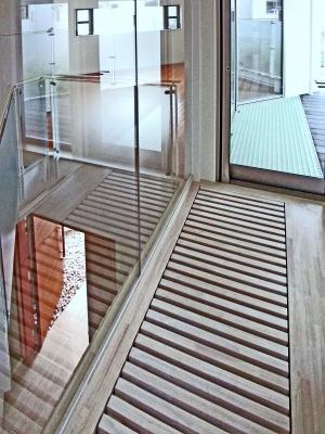 """""""自然と対話する家""""・・・光が降り注ぐ階段室の演出_e0010418_10262744.jpg"""