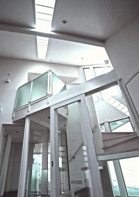 """""""自然と対話する家""""・・・光が降り注ぐ階段室の演出_e0010418_10325170.jpg"""