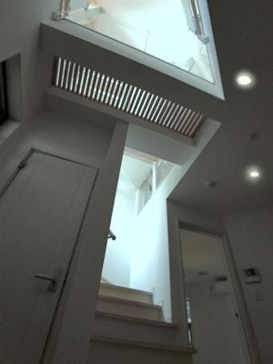 """""""自然と対話する家""""・・・光が降り注ぐ階段室の演出_e0010418_10555258.jpg"""