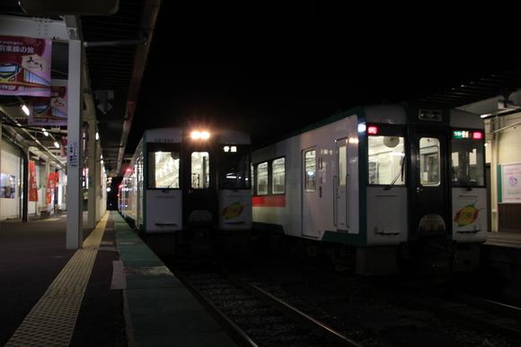 東北で美味しいご飯を食べる旅! 夜の鳴子温泉駅_d0202264_19352026.jpg