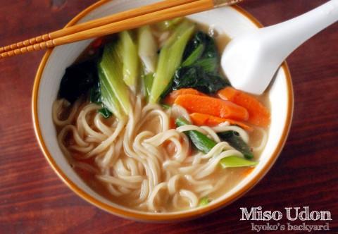 野菜味噌煮込みうどん_b0253205_8192888.jpg