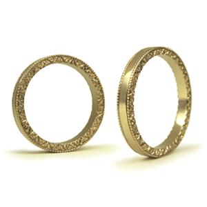 指輪の側面にのみ、洋彫りのある結婚指輪_e0131432_11124413.jpg