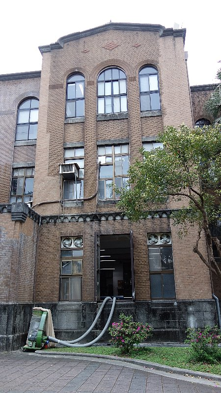 台湾大学戯劇学系校舎_c0112559_10452966.jpg
