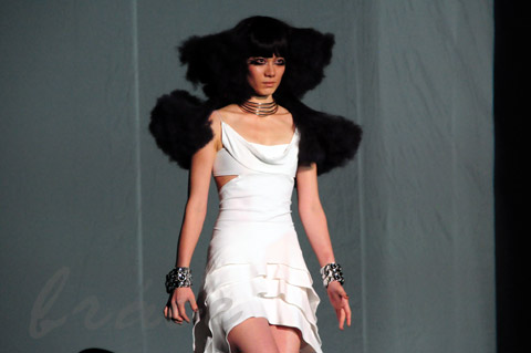 【CONTEST】SPC全日本理美容選手権 決勝大会2013 アーティスティックで華麗なヘアショーステージ!_c0080367_11464316.jpg