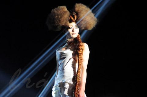 【CONTEST】SPC全日本理美容選手権 決勝大会2013 アーティスティックで華麗なヘアショーステージ!_c0080367_11472857.jpg