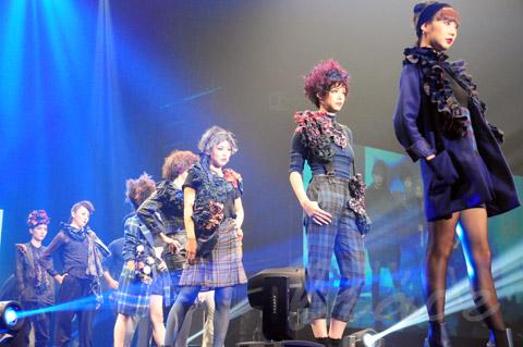 【CONTEST】SPC全日本理美容選手権 決勝大会2013 アーティスティックで華麗なヘアショーステージ!_c0080367_13470411.jpg