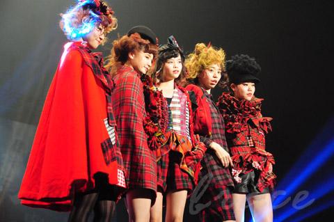 【CONTEST】SPC全日本理美容選手権 決勝大会2013 アーティスティックで華麗なヘアショーステージ!_c0080367_13470467.jpg