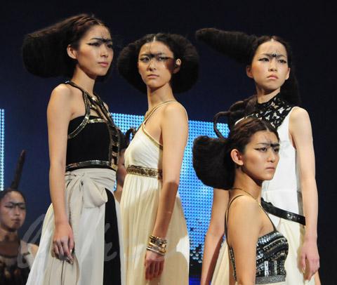 【CONTEST】SPC全日本理美容選手権 決勝大会2013 アーティスティックで華麗なヘアショーステージ!_c0080367_13540512.jpg