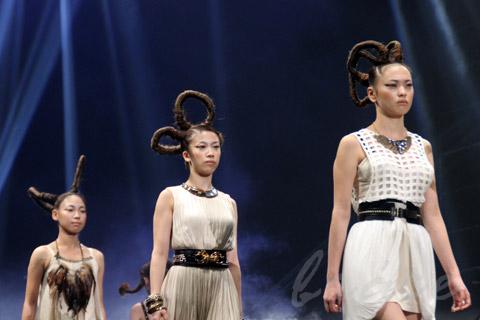 【CONTEST】SPC全日本理美容選手権 決勝大会2013 アーティスティックで華麗なヘアショーステージ!_c0080367_13540514.jpg