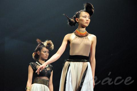 【CONTEST】SPC全日本理美容選手権 決勝大会2013 アーティスティックで華麗なヘアショーステージ!_c0080367_13540537.jpg
