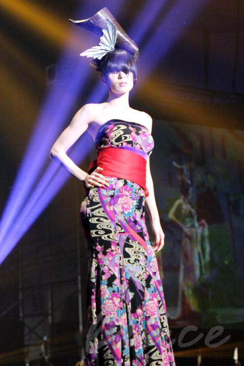 【CONTEST】SPC全日本理美容選手権 決勝大会2013 アーティスティックで華麗なヘアショーステージ!_c0080367_13593216.jpg
